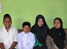 Mbah Cato(kiri); Candra,cucu ke - enam (tengah kiri); Saya (tengah kanan); Mbah wesah (kanan)