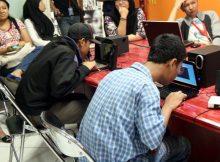 beberapa Kartuneters sedang memainkan audio game di acara buka puasa bersama Detik (8-11)